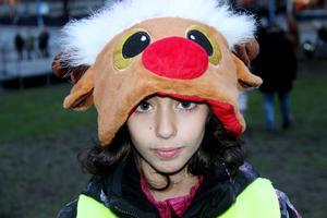 Perla Shamoun gillar Gävlebocken. Hon hade tagit på sig sin nya mössa i form av en ren till invigningen.