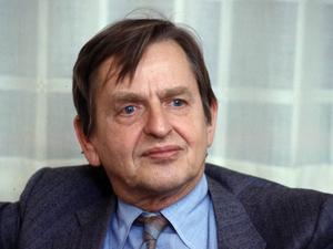 Gunnar Jonasson, Östersund pekar på flera anledningar varför vi inte bör ge Alliansen förnyat förtroende. Han saknar dock en röst i politiken. Olof Palmes.
