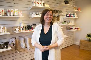 Eleonor Örner Lindblad hoppas på att nyfikna ska våga komma in och fråga om, och prova de ekologiska produkterna.