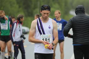 Emil Meijer sammanbiten innan start.