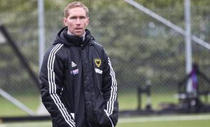 Mikael Wiker, tränare i Arboga Södra är i det stora hela nöjd med den första halvan av säsongen. Men nu behövs spelarrekryteringar för att truppen ska hålla.