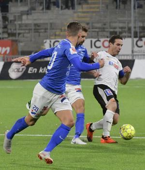 Nordin Gerzic visade återigen att hans närvaro är vital för ÖSK den här säsongen. 35-åringen var tillbaka efter två matchers skada men tvingades bryta matchen när han fick ont i samma lår som hindrat honom tidigare.