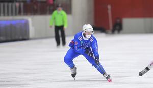 Robin Öhrlund driver, som vanligt, sitt Vänersborg framåt. Trots en hård smäll i slutet av matchen mot VSK.
