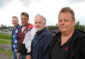 Tomas Öberg, Peder Flygt, Niklas Hillbrands och Thomas Hägg är kvartetten som ligger bakom bokningen av rockabillylegenderna Stray Cats på Lugnet i juli.