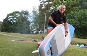 Rickard Goclon berättar att sporten och hans uppblåsbara brädor gör honom väldigt flexibel.