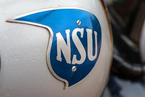 NSUs vackra emblem på bensintanken.