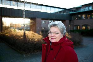 Mari Jonsson (S) ordförande i barn- och bildningsnämnden berättar att Borlänge var bland de första kommunerna att införa en sådan här modell för att fördela pengarna inom skolan.
