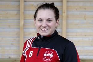 Emilia Törnqvist kan spela så väl ytterback som mittfältare – och passar bra in i Rimbos spelfilosofi.