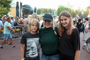 Adrian, 10 år, och Penelope, 12 år, följde med mamma Kristina Larsson från Uppsala till Furuvik.