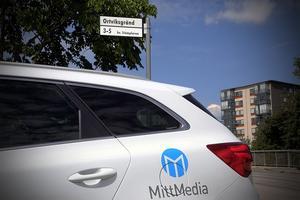 Mittmedia på hemmaplan vid Ortviksvägen – i Stockholm. En av de få gatorna i området som har en hel del flerbostadshus.