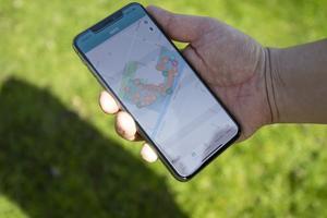 I appen finns en karta som visar allt som kan vara bra att veta: ingångar, matställen, aktiviteter, toaletter och så vidare.
