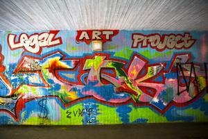 Legal art project. Även om Anders och Jörgen målade lagligt i Norslund så hamnade en del målningar på andra mindre lagliga väggar.