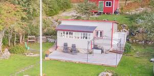 Nuvarande ägare har efter att den här bilden togs även byggt en brygga med tillhörande elljus. Bild: Länsförsäkringar fastighetsförmedling
