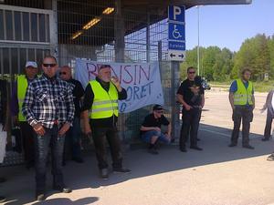 Facebook-gruppen med närmare 700 000 medlemmar, anordnade demonstration i Hudiksvall mot höjda bensinpriser. Foto: Eva Andersson