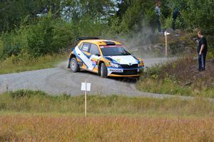 SMK Sundsvalls Anton Eriksson med Lars Andersson vid noterna i sin Skoda Fabia R5. Foto: Pierre Skytt.