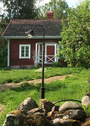 Johan och Ulrika har rustat upp torpet till en rastplats längs leden. Foto: Privat