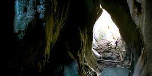 Smitingen-Härnöklubb. Havsbad och spännande grottor – att slappa här kan vara balsam för själen.