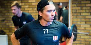 Oliwer Fjellströms skada fortsätter att hålla honom borta från spel. Nu har han återvänt till Göteborg för att undersökas.