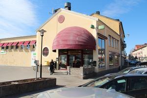 Det finns en handfull butiker i Centrumgallerian i Hedemora, däribland Systembolaget.