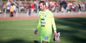 Daniel Svensson får kliva in mellan stolparna.