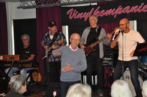 Vinylkompaniet fick understöd av PRO-körens ledare Kjell Andersson. Foto: Johnny Jansson