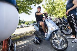 ebastian Höglund från Kramfors med sin Yamaha Neos.