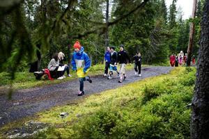 205 elever från Östbergsskolan deltog i torsdags förmiddag i Skoljoggen runt elljusspåret vid Gustavsbergsbacken på Frösön.