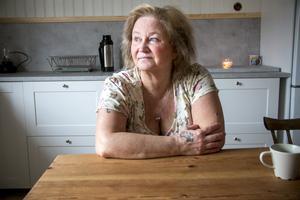 Försäkringskassan tycker inte att Ann-Christin Larsson är tillräckligt sjuk för att få sjukpenning och Arbetsförmedlingen kan inte längre erbjuda henne arbetsträning.