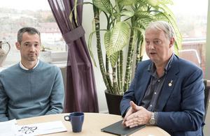 Daniel Adborn (L) och Harry Bouveng (M) presenterade den styrande alliansens förslag till kommunal budget för 2020.