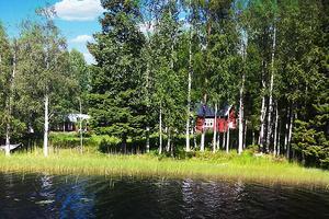 Ön Granön i Öjesjön är till salu. På köpet ingår ett fritidshus. Bild: Ekeby mäklare