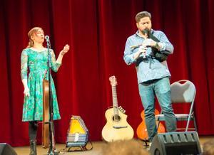 Ulrika Bodén och Daniel Ek inledde lunchteatervåren med att bland annat ta med publiken till fäboden.