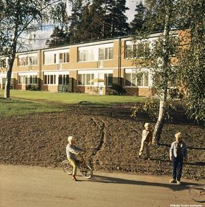 I slutet av 60-talet/början av 70-talet stod  Vivalla nybyggt. Foto: Lillevi Richardtson/Örebro stadsarkiv