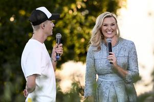 Sanna Nielsen är tillbaka som allsångsledare för sjätte året i rad i SVT-programmet som traditionsenligt sänds från Skansen under sommarmånaderna. FOTO: TT.