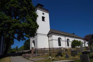 För oss framstår det som orimligt att rätten att själv välja församlingstillhörighet förmenas medlemmarna i Svenska kyrkan, skriver Maj Åberg Palm och Bo Wetterstrand.
