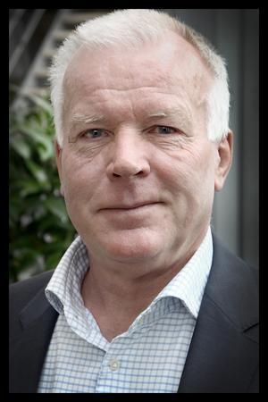 Leif Karnström, styrelseordförande för Tiohundra AB beklagar att arbetsvillkoren har försämrats för personalen inom bolagets verksamheter. Bild: Tiohundra AB