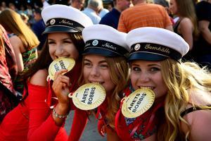 Studenterna Wilma Norberg, Madicken Bojvik och Josefin Persson hade fått medalj.