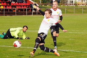 Anton Hybrink gjorde inget misstag när han fick bollen serverad till öppet mål av Alexander Woxlin. 3-0 efter 15 minuter punkterade matchen.
