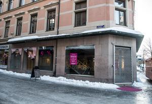Smarteyes butik på Storgatan har stängt och flyttat ut till Birsta.