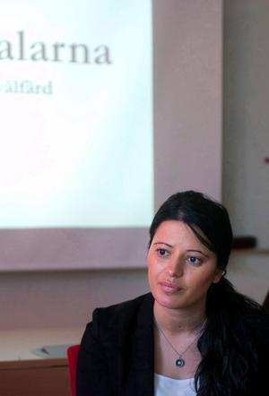 Evin Cetin tar paus från sitt jobb sedan det framkommit att hon dansat med kurdiska rebeller.