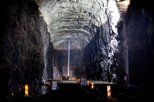 Bergrummen är 200 meter långa och 25 meter höga.