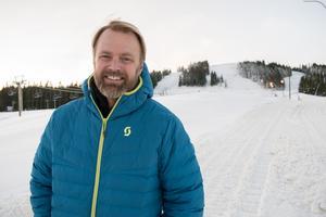 Destinationschefen Andreas Larsson har sin egentliga hemvist i Stockholm, men under vinterhalvåret flyttar han till Fredriksberg. Nu är det bråda dagar för att hinna få allt klart till öppningen.