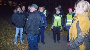 Parken mellan Fallvägen och Odensvivägen i Kolsva var det mörka partier. Här kunde gångbanan behöva vara mer upplyst.