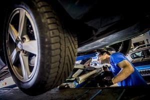 Efter att bilen tagits in för reparation på bilfirmans verkstad blev problemen ännu värre. Bild: Nora Lorek/TT