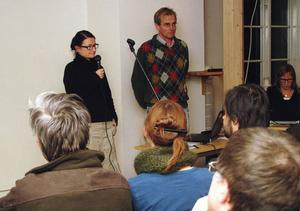 Susanne Persson från Jämtkraft och Håkan Lindroth, Sweco, ställdes mot väggen rejält av upprörda Undersåkersbor som bombarderade dem med tuffa frågor.