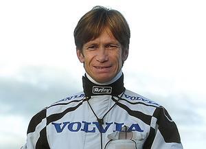 Bo Eklöf försöker bena ut  vilken häst som kommer att vinna superduellen på söndag på Östersundstravet. Eklöf lutar åt att Readly Express har en liten fördel.Såvida inte Up and Quick eller någon annan sätter nosen först.