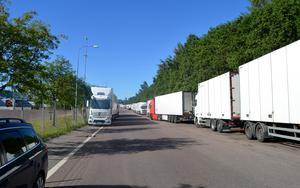 Problemet med lastbilar i rader längs Planerargatan ska snart lösas.