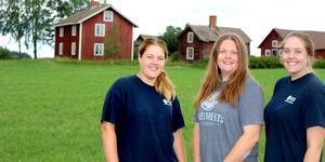Annicka, Annelie och Annette Näsström har precis tagit över sin familjegård och är sjätte generationen att driva gården.