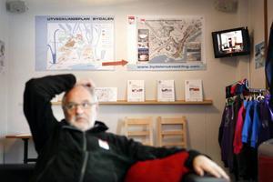 En av huvudägarna, Gunnar Sundbaum, har stora planer för Bydalens skidområde. Dagens 1 500 bäddar ska bli 10 000 om han får bestämma.