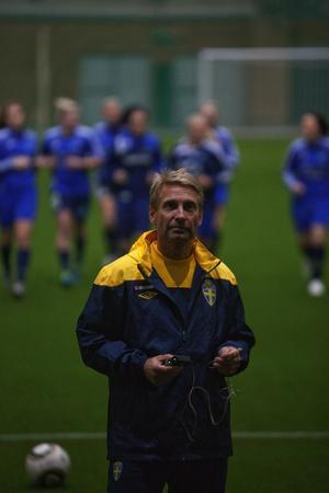 Thomas Dennerby, damlandslagets förbundskapten var på plats i Nordcihallen hela helgen.