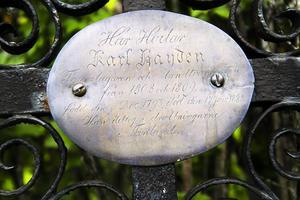 En av de äldre gravarna Bergsjö kyrkogård är Karl Haydens, 1793–1883, Sveriges siste lantvärnist. som 13-åring var han trumslagargosse i truppen som stred i slaget vid Oravais, norr om Vasa i Finland, 1808.